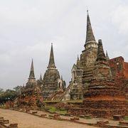 一列に並ぶ3基の仏塔が印象的でした
