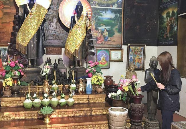 街中・道路沿いの小さな寺院