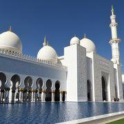 白亜の壮麗なモスク