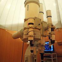 天体ドームの望遠鏡
