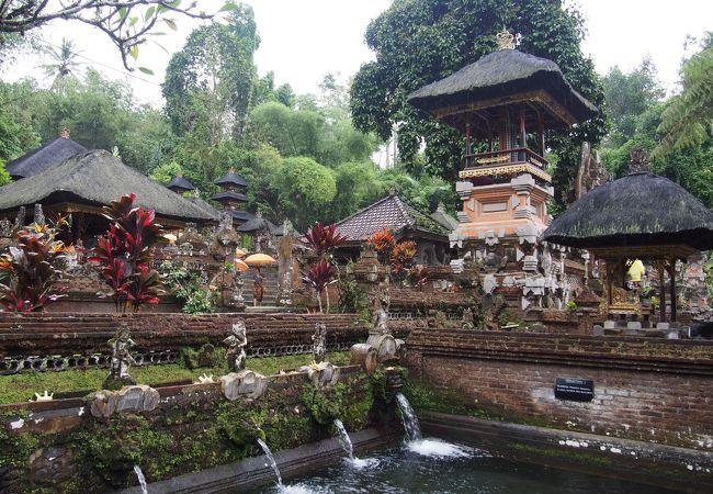 グヌンカウィ スバトゥ寺院