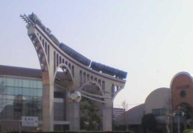 米子駅前、銀河鉄道を思わせる記念碑がちょっと神秘的です