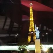 パリの象徴、エッフェル塔