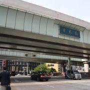 橋の上は首都高速の高架