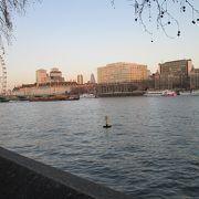 ロンドン市内を流れる