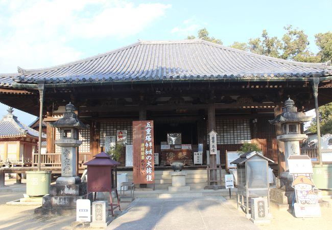 意外にも立派なお寺です。本堂は国宝です。