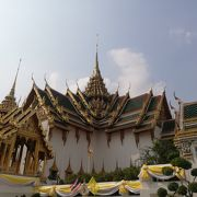 王宮エリアの伝統様式の宮殿