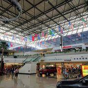 様々なお店がそろうグアム最大のショッピングモール