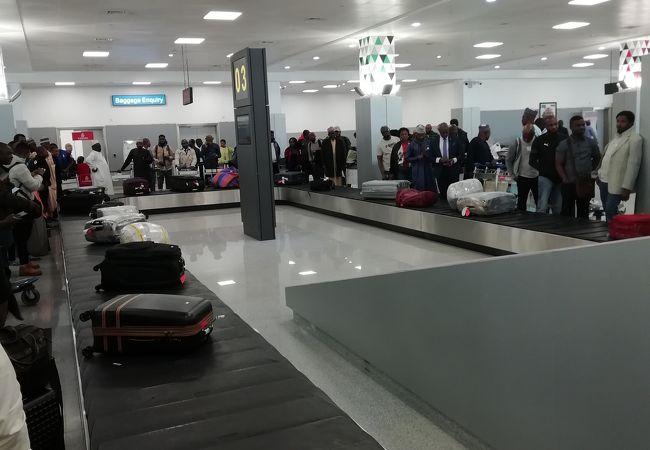 ンナムディ アジキウェ国際空港 (ABV)