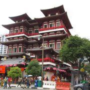 見応えのある絢爛豪華な仏教寺院
