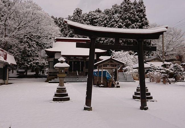 大湊駅近くの境内が広い神社。神社の見事な新雪の景色に感動♪