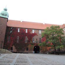 市庁舎内の広場
