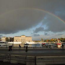 旧市街にかかる虹