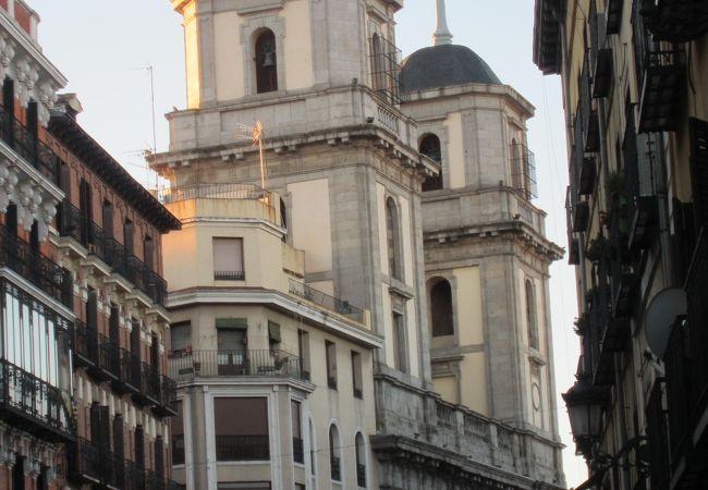 2つの塔のある教会