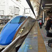 大きなスノボー持参の外国人が目立つ長野東京間 マスクを付けての乗車