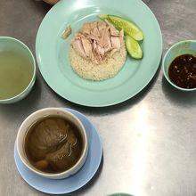 カオマンガイとニガウリのスープ