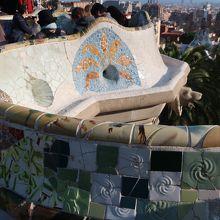 モザイクタイルのベンチ
