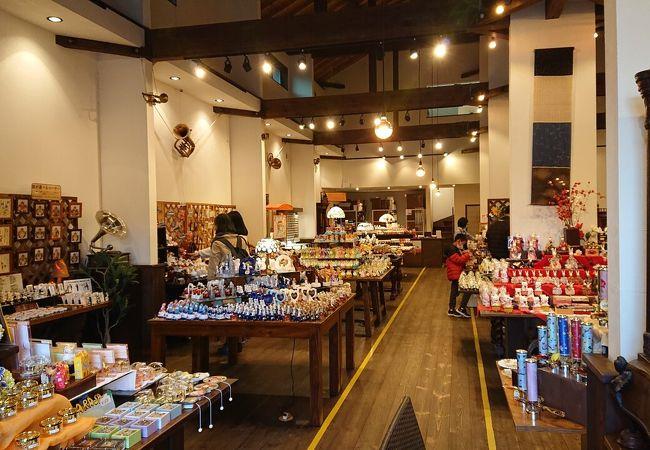 鎌倉の和風の蔵とオルゴールのメルヘンな洋風が交わり、味のある興味がそそられる空間♪