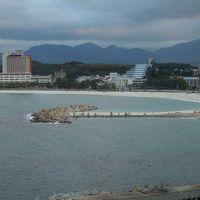 ホテル10階からの白良浜ビーチ(曇り)
