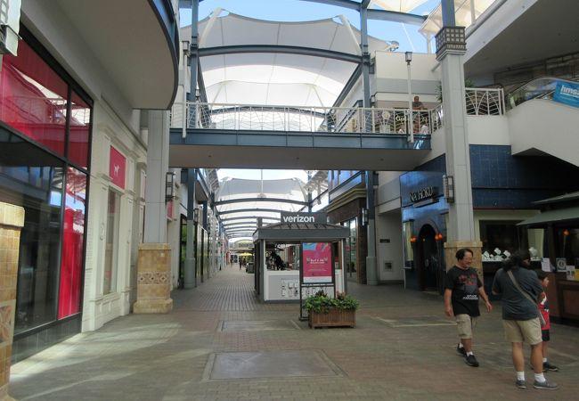 小さな島にある大きなショッピングセンター