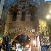 沢山のお店が建ち並び多くの人々が訪れるカイロ最大のスークです!!