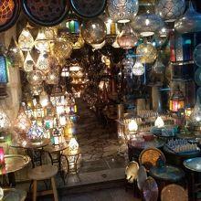 綺麗な照明器具が沢山店内で光り輝いて綺麗でした