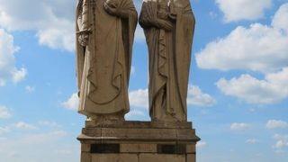 イシュトヴァーン王とギゼラ妃像