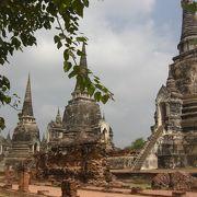 仏塔が並ぶ光景が美しい