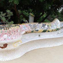 ジュジョール作の蛇のベンチ