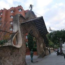 ミラーリェス邸の石門