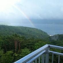 部屋のベランダから虹が見られました。