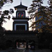 ステンドグラスが素敵な神社