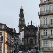 塔がある教会