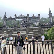 大規模な階段状のカイディン帝廟