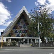 紙素材でできた大聖堂