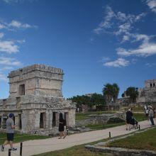 フェレス古賀の神殿
