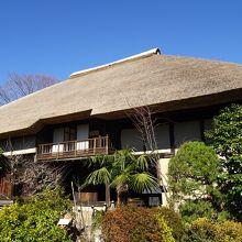 立派な茅葺屋根のお屋敷が保存されています (世田谷代官屋敷)