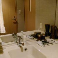 洗面台はトイレと別。広くて使いやすい