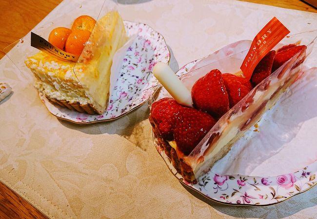 フレッシュで大きなケーキやタルト