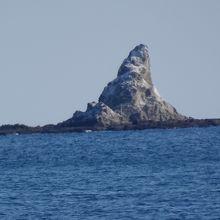 茅ヶ崎海岸から、遠くに烏帽子岩が見えます。