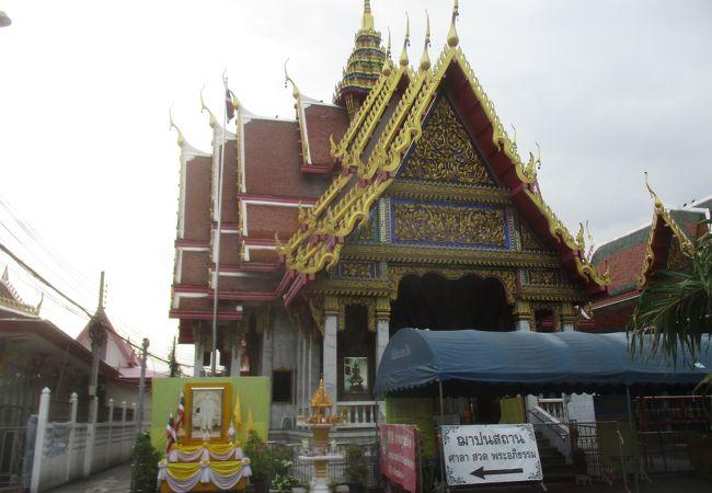 下町にある寺院