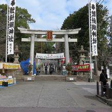 犬山城登城口の神社、天守を守護しているかのようでした