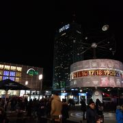 東ベルリンの空気も感じられる広場