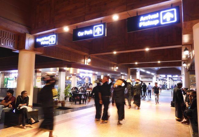 コーチン国際空港 (COK)