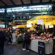 大きなマーケット。「食」が豊富。ストリート・フード系が中心。