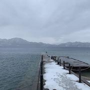 静かで美しい湖です