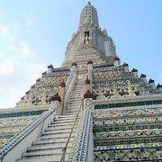 美しい暁の寺!
