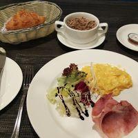 食事無しのはずが、1800円の朝食付に。