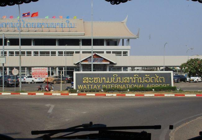 スワンナプーム国際空港 (BKK)からラオスのワットタイ国際空港 (VTE)へ、そしてルアンパバーン国際空港 (LPQ)へ