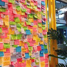お客さんの感想&メッセージが貼ってある。
